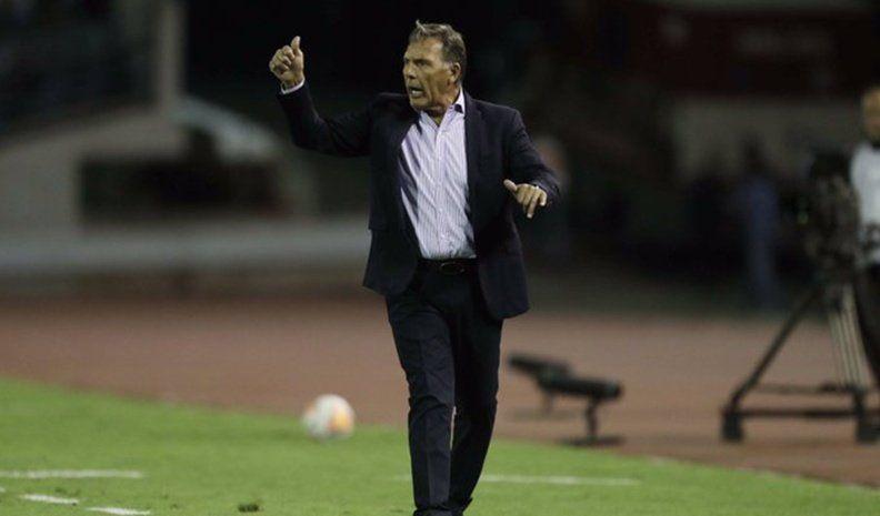 El técnico de Boca se manifestó en contra de la posibilidad de hacer 5 cambios.