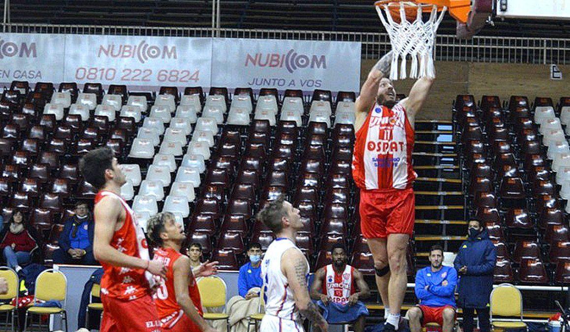 Unión de Santa Fe se impuso a Riachuelo en el Polideportivo Delmi y escaló a la cima.