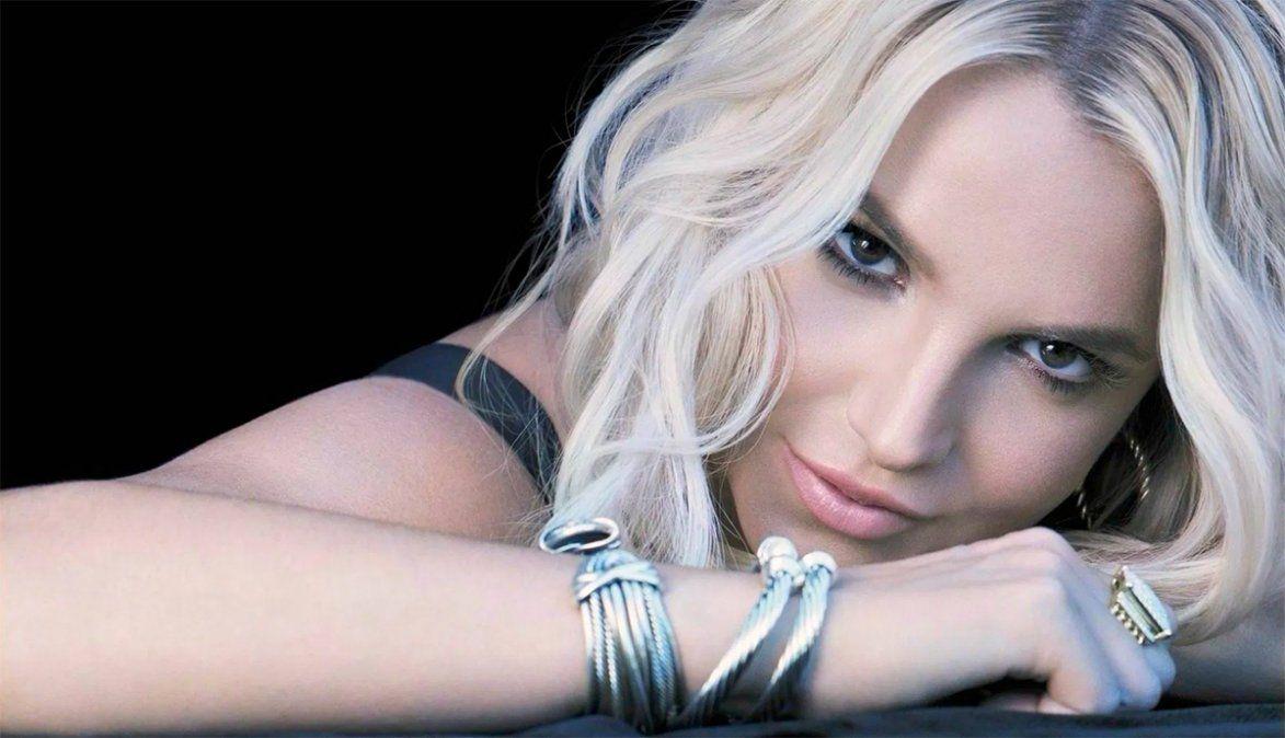 El histórico manager de Britney Spears renunció y, además, tiró una bomba