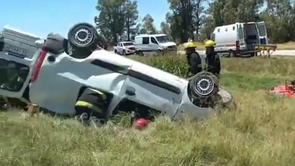 Suco: tres heridos en el vuelco de un utilitario en ruta 8