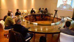 El encuentro se realizó en el Salón Oval del palacio municipal y de manera simultánea, a través de Zoom, participaron las diferentes autoridades y referentes del sector.