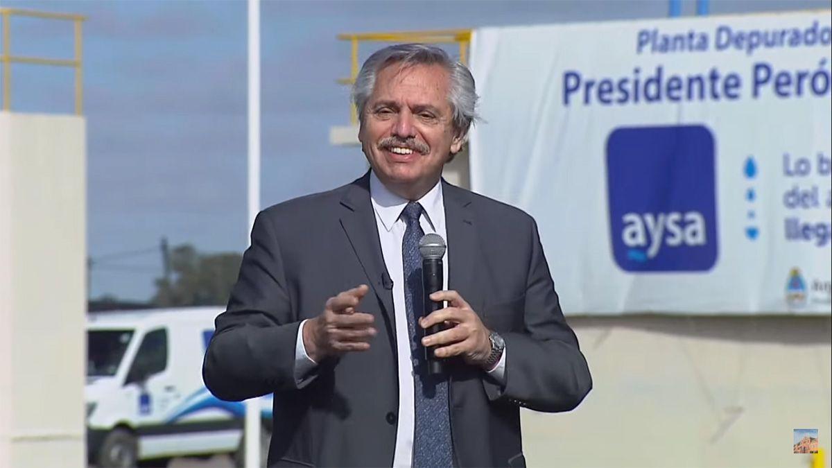 El presidente respondió a las críticas de Macri por los cien mil fallecidos en pandemia.