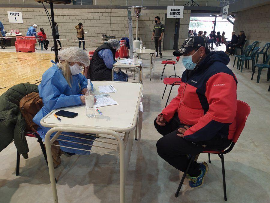 La vacunación avanza en elSalón de los Deportes. Llega una nueva partida de Sputnik V.