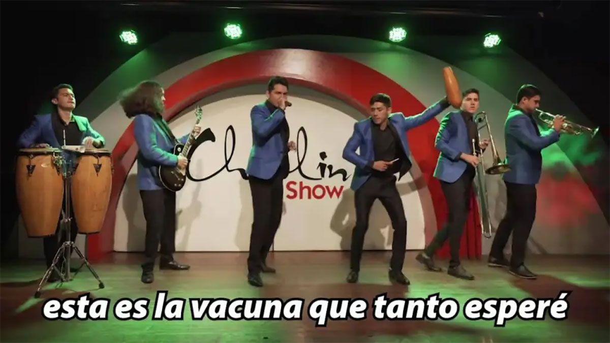 El Grupo Chaplin canta la Cumbia de la vacunación (Foto: Regeneración)