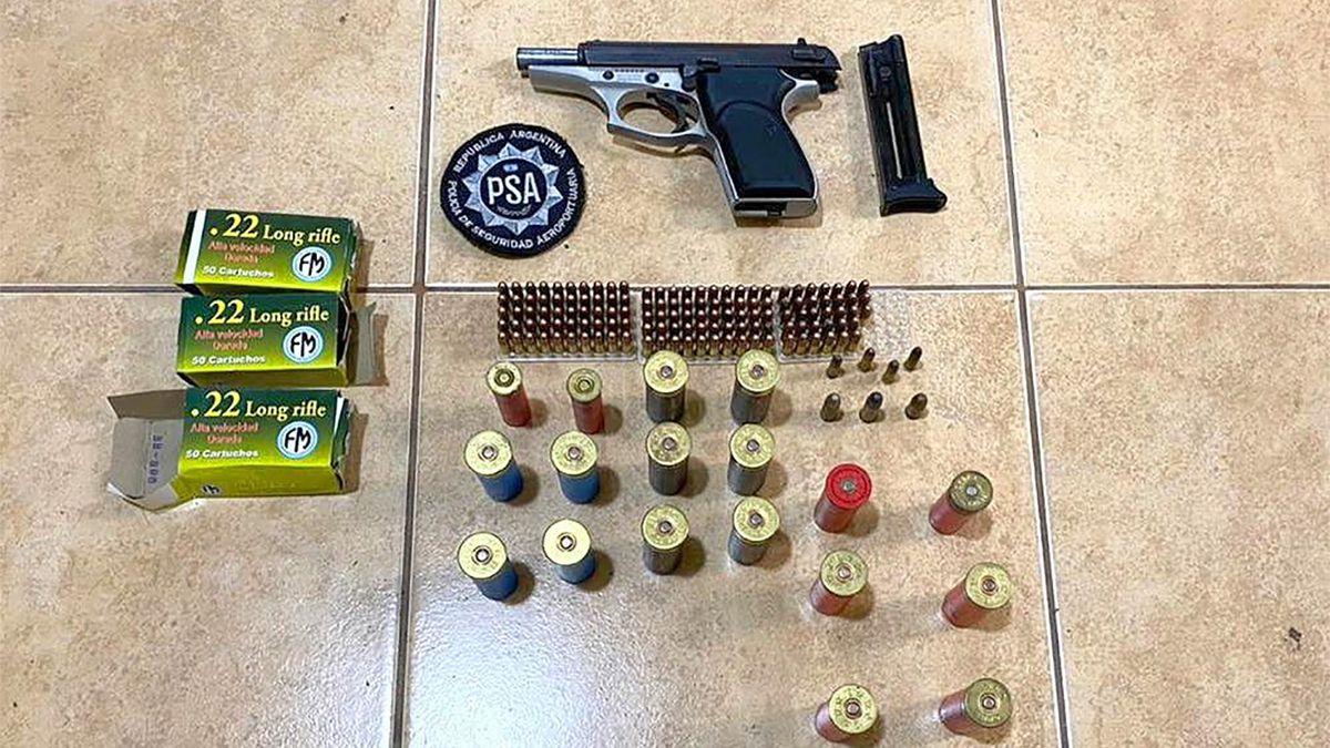 Armas también secuestraron en los inmuebles allanados.
