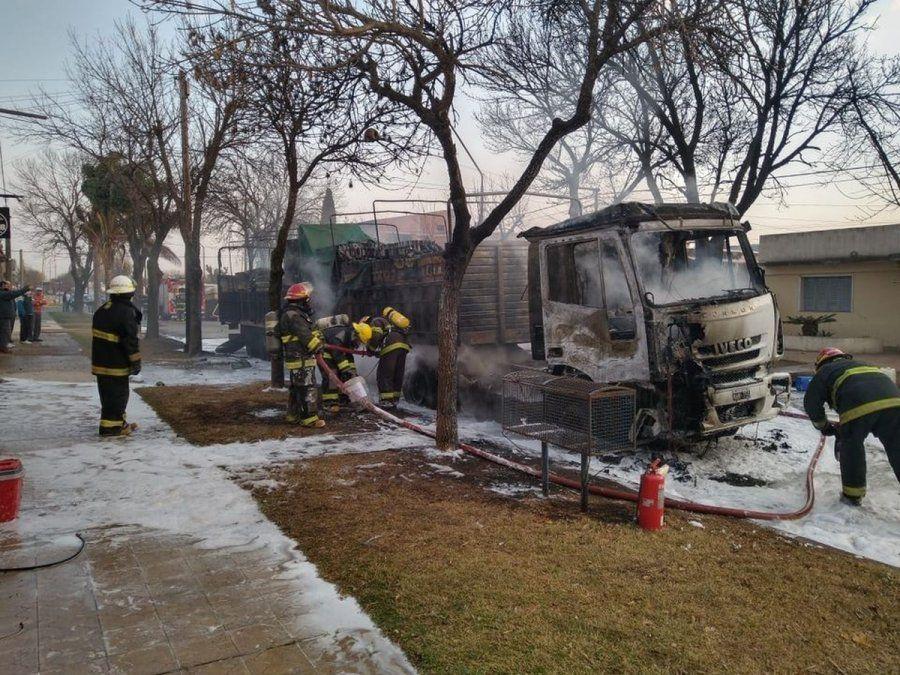 La Playosa: se prendió fuego un camión en plena vía pública