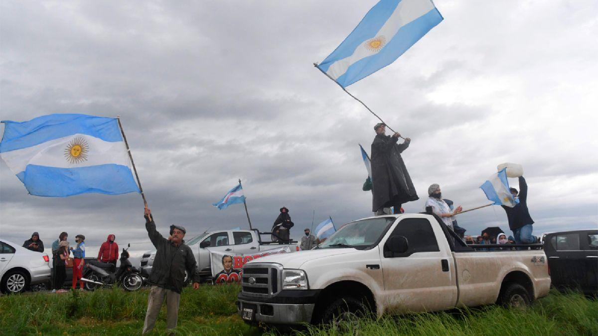 Ruralistas fueron a apoyar a los hermanos varones de la familia Etchevehere que denuncian la usurpación de un campo.