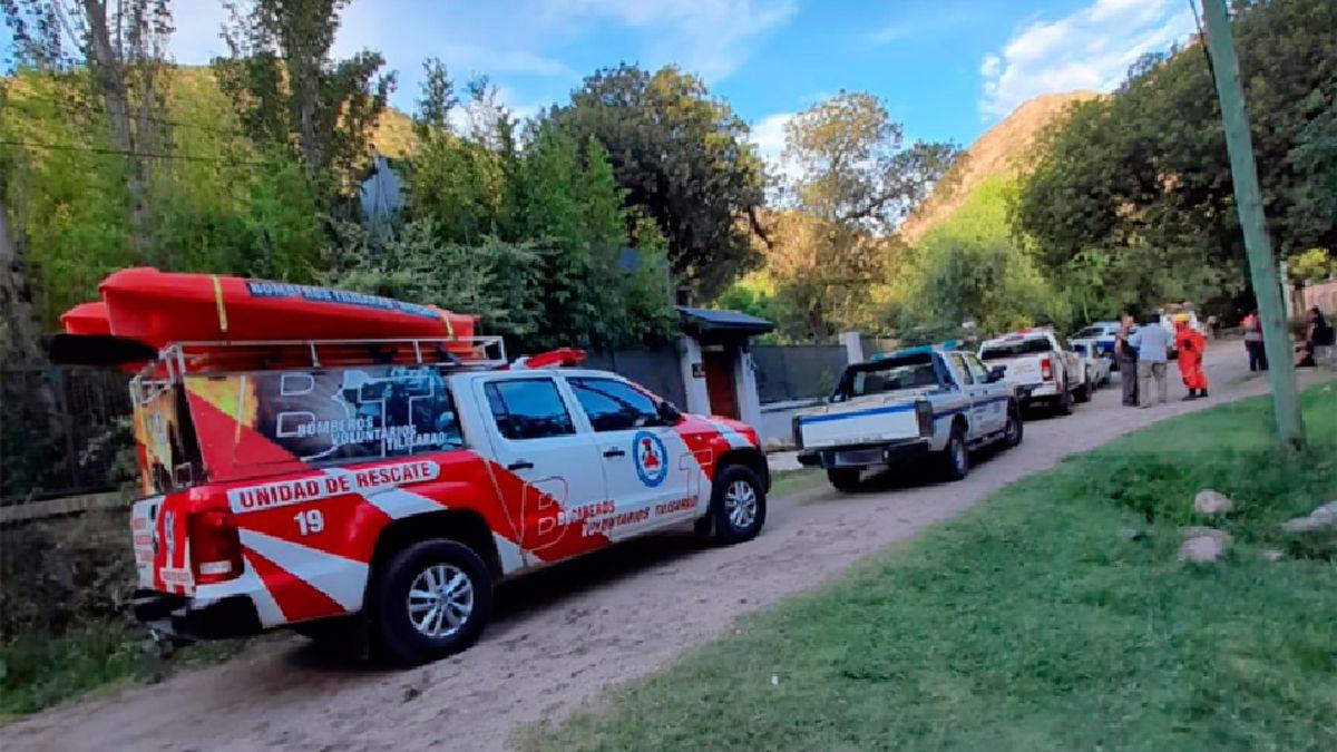 Un amplio operativo se montó en la zona de Villa Elena para buscar a las personas arrastradas por el agua.