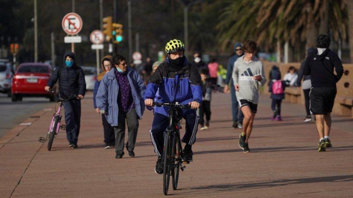 Uruguay restringe actividades debido al avance del coronavirus.