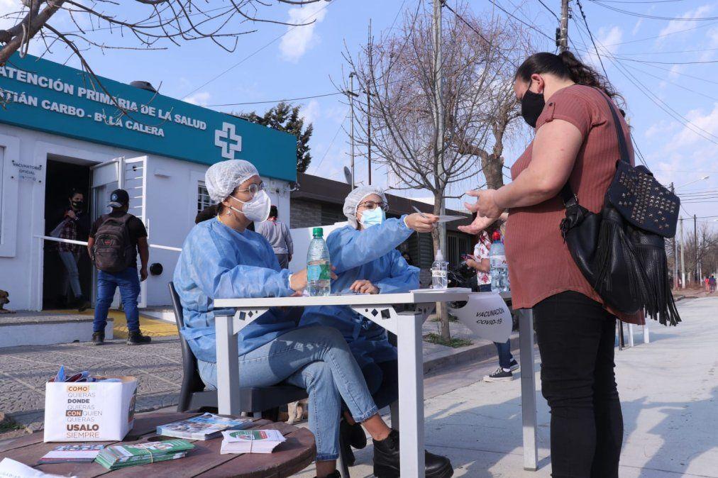 Hace más de un mes que el Municipio local sale a vacunar a los barrios.