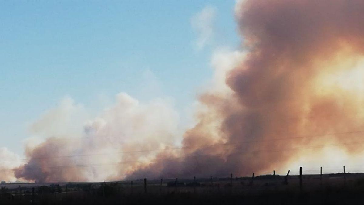 El incendio en la zona rural de Alcira Gigena se observaba desde la Autovía.