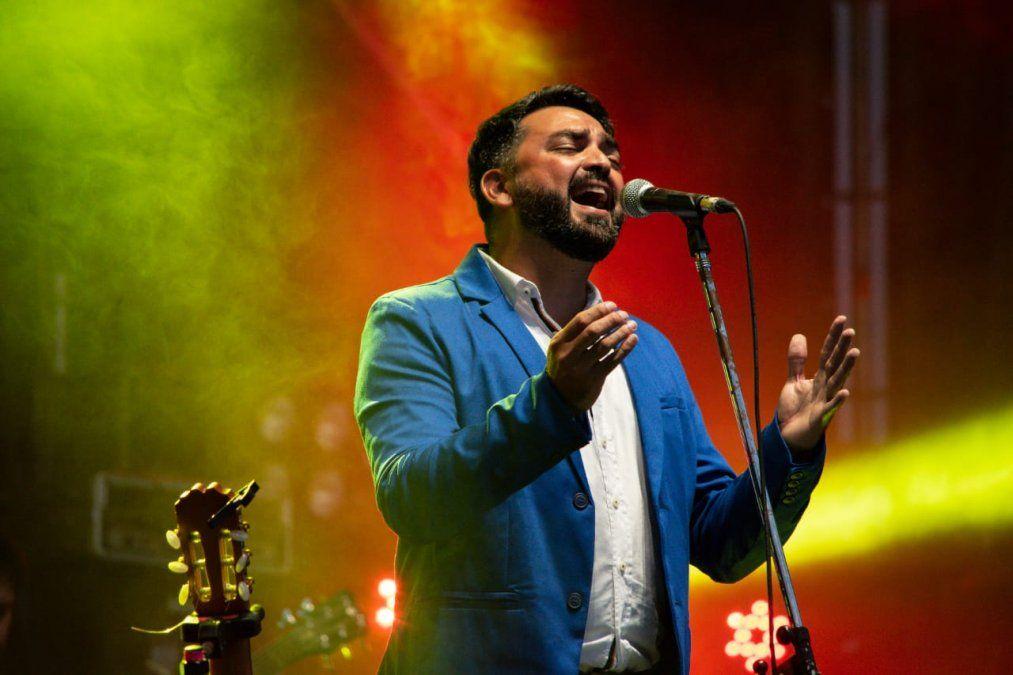 Tata Zalazar canta esta noche en el Viejo Mercado.