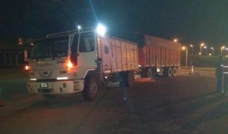 Un muerto en un accidente de tránsito entre un camión y una motocicleta
