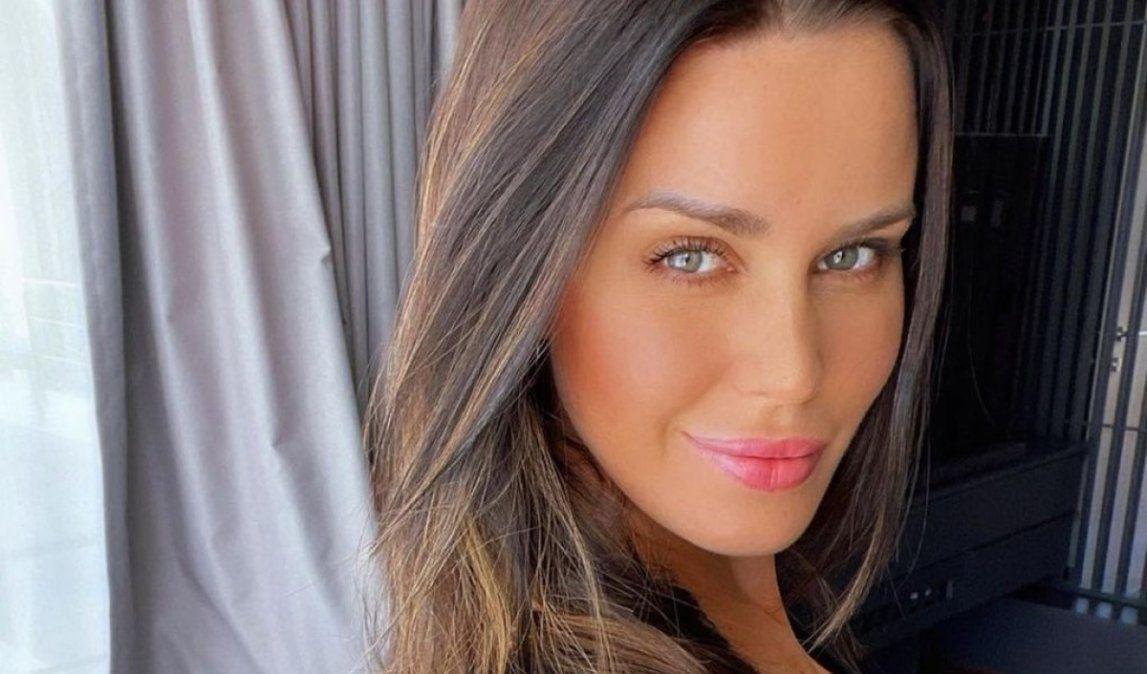 Natalie Weber mostró las cicatrices de su operación del cáncer de mama.