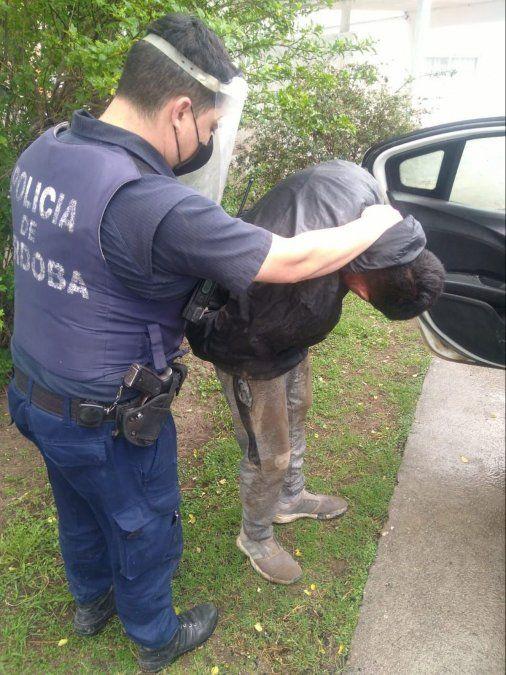 Se resistió a su arresto y escapó por los techos: fue atrapado en un patio