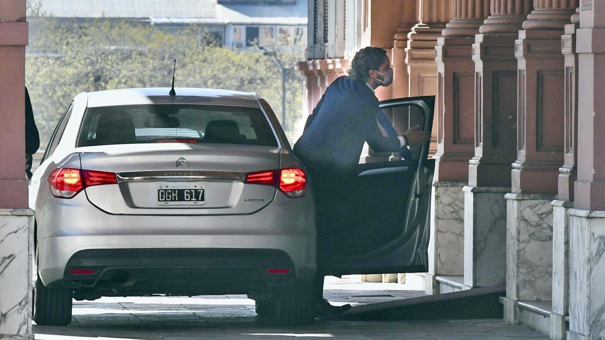 Cafiero llega a la Casa Rosada. Fue un día moy movido en le sede de gobierno.