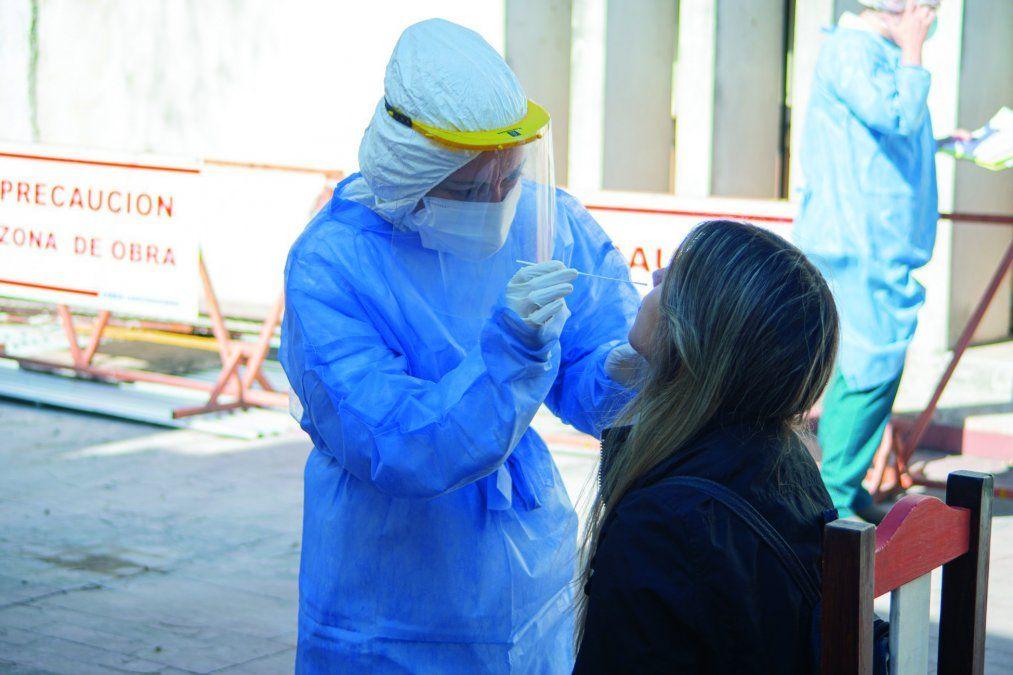 Los hisopados proactivos dan un resultado rápido. Fueron aplicados a las personas que presentaron síntomas.