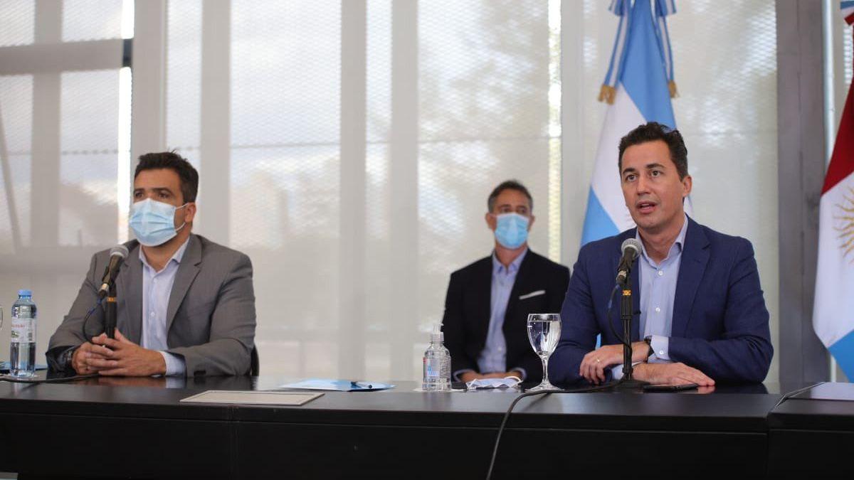 Calvo y Torres encabezaron la reunión con los intendentes y jefes comunales.