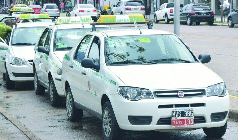 Taxistas de Córdoba marchan contra la modalidad de entrega de chapas que propone la municipalidad