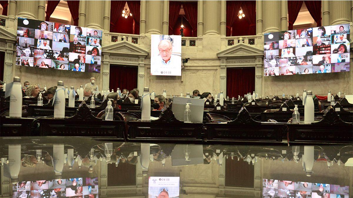 La iniciativa fue aprobada pasadas las 2.30 horas por 124 votos a favor y 104 en contra.