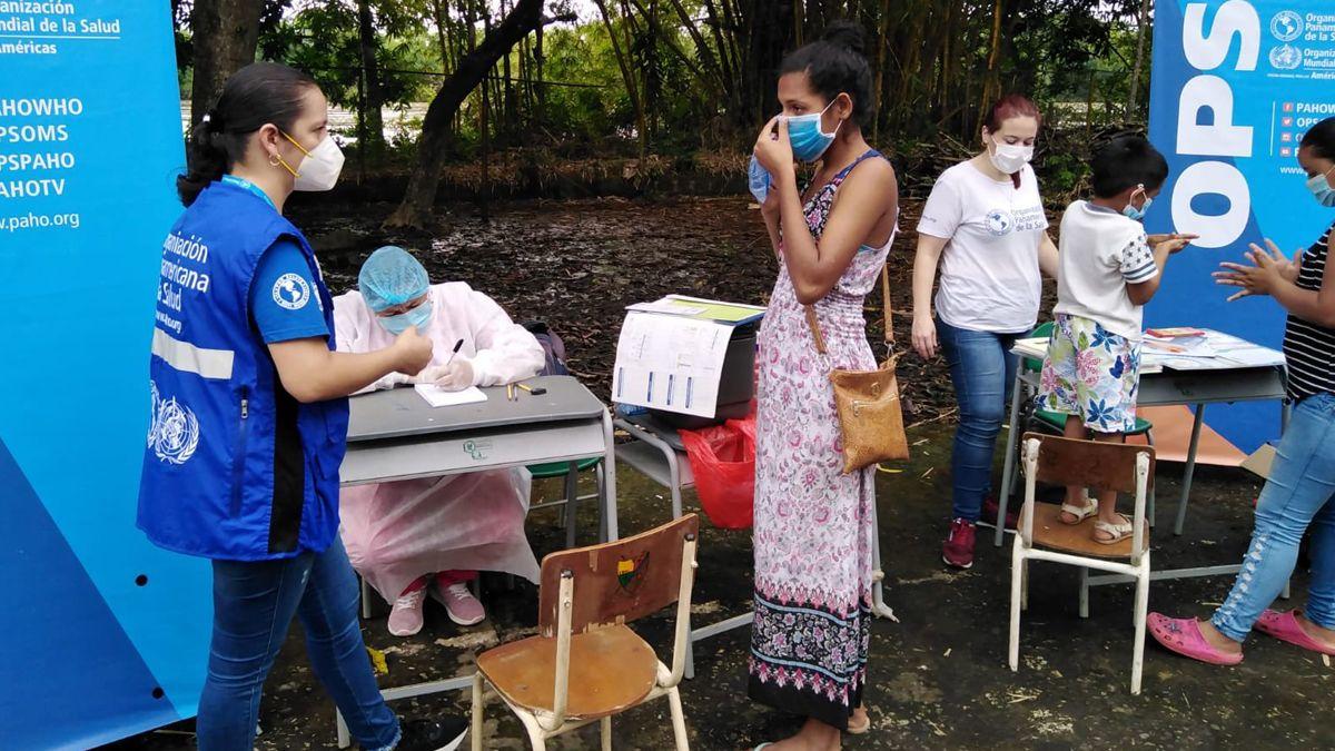 La Organización Panamericana de la Salud vacunando en el municipio de Arauca