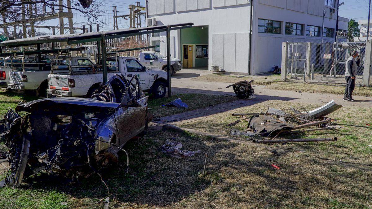 El vehículo terminó dentro de una planta transformadora de Epec.