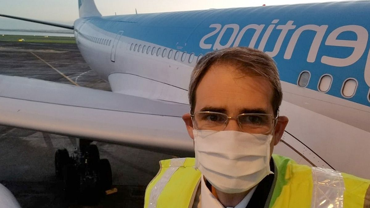 Gustavo Luján Cometto es primer oficial y en los últimos meses ha realizado numerosos viajes en procura de vacunas e insumos.