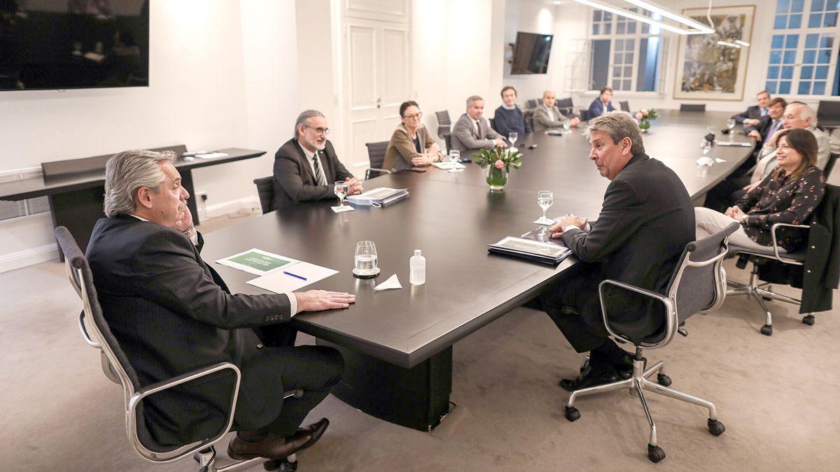 Fernández dialoga con José Martins
