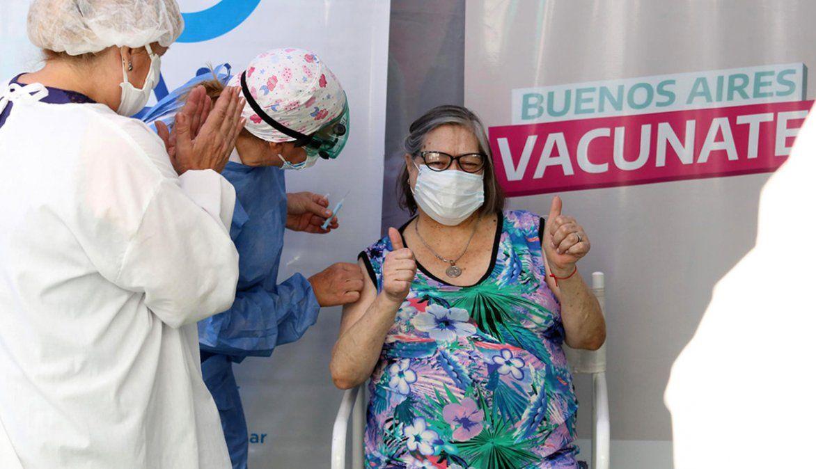El Gobierno entregaría vacunas a gremios con empleados esenciales para distribuirlas y aplicarlas