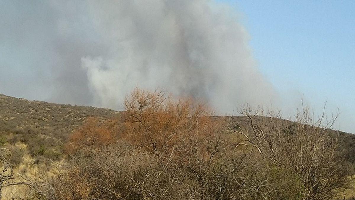 Combaten un incendio de pastizales entre Chaján y Achiras