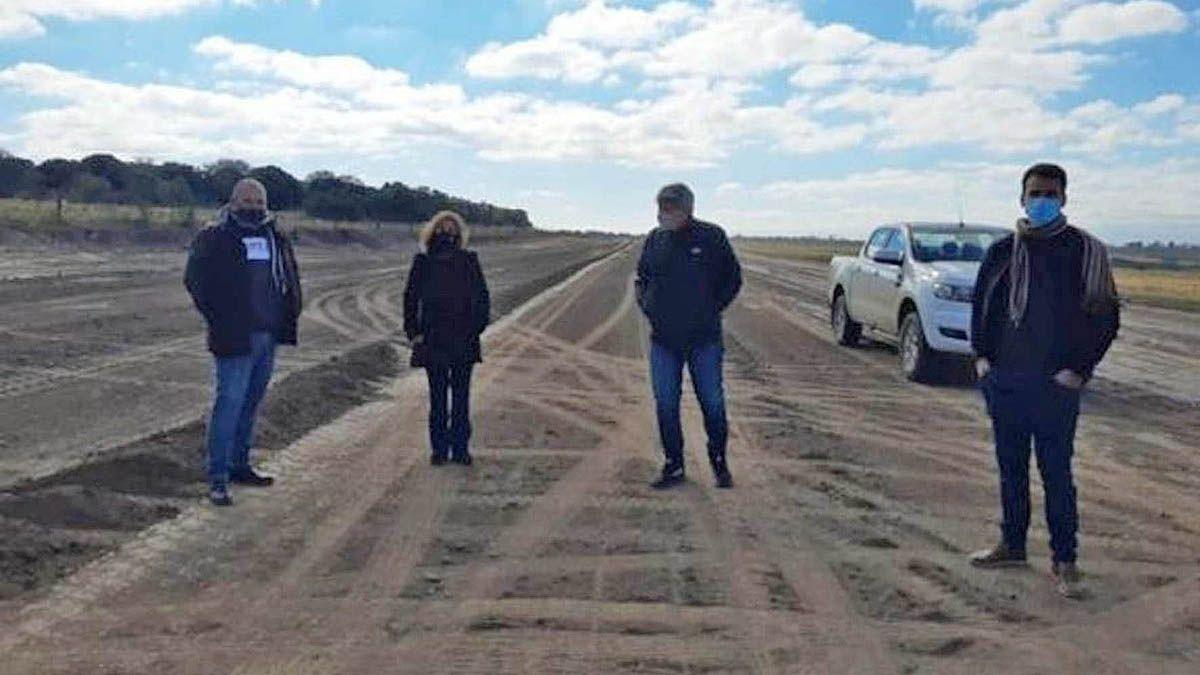 Río de los Sauces está terminando una pista de aterrizaje para arribo y carga de aviones hidrantes.