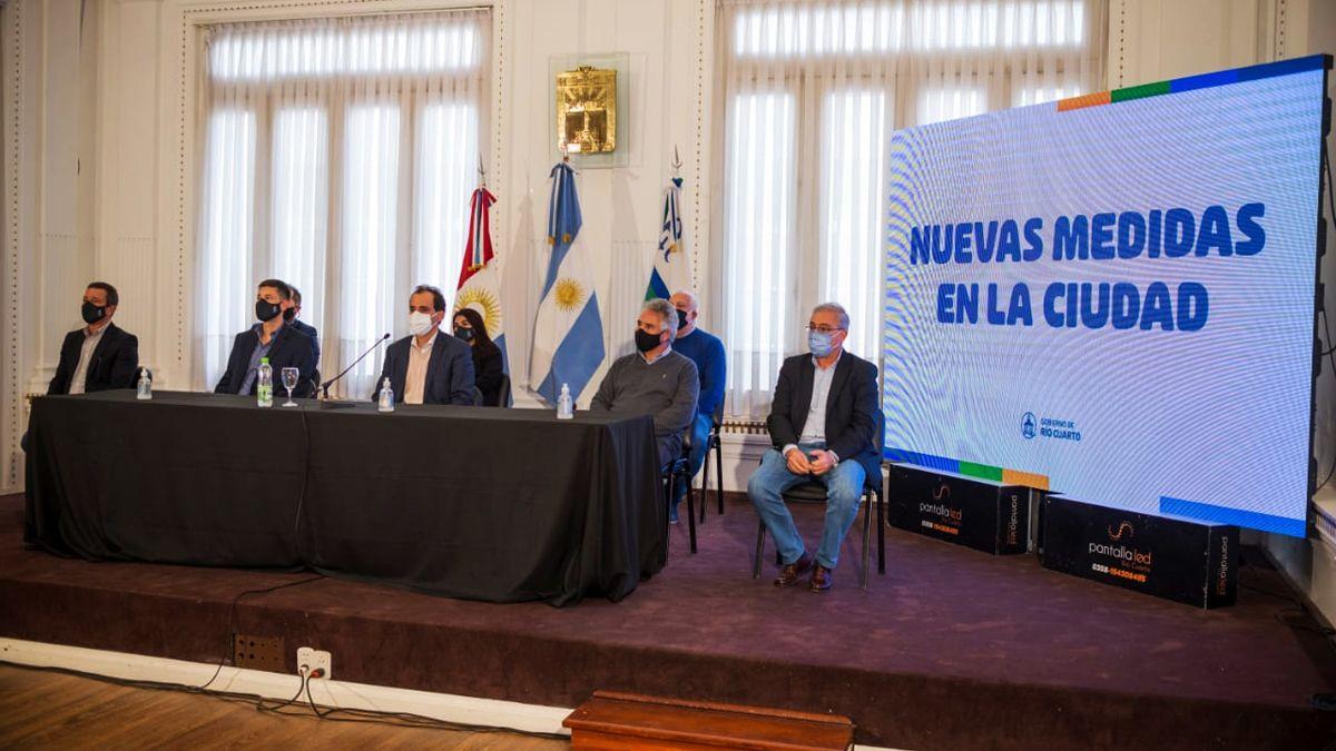 La foto con la oposición y el Cecis que ayer mostró Llamosas.