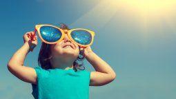 En realidad cuando la piel ya se puso roja es porque ya hubo daño solar y el problema de eso, es que las quemaduras solares durante la infancia y la adolescencia predisponen al cáncer de piel en la edad adulta.