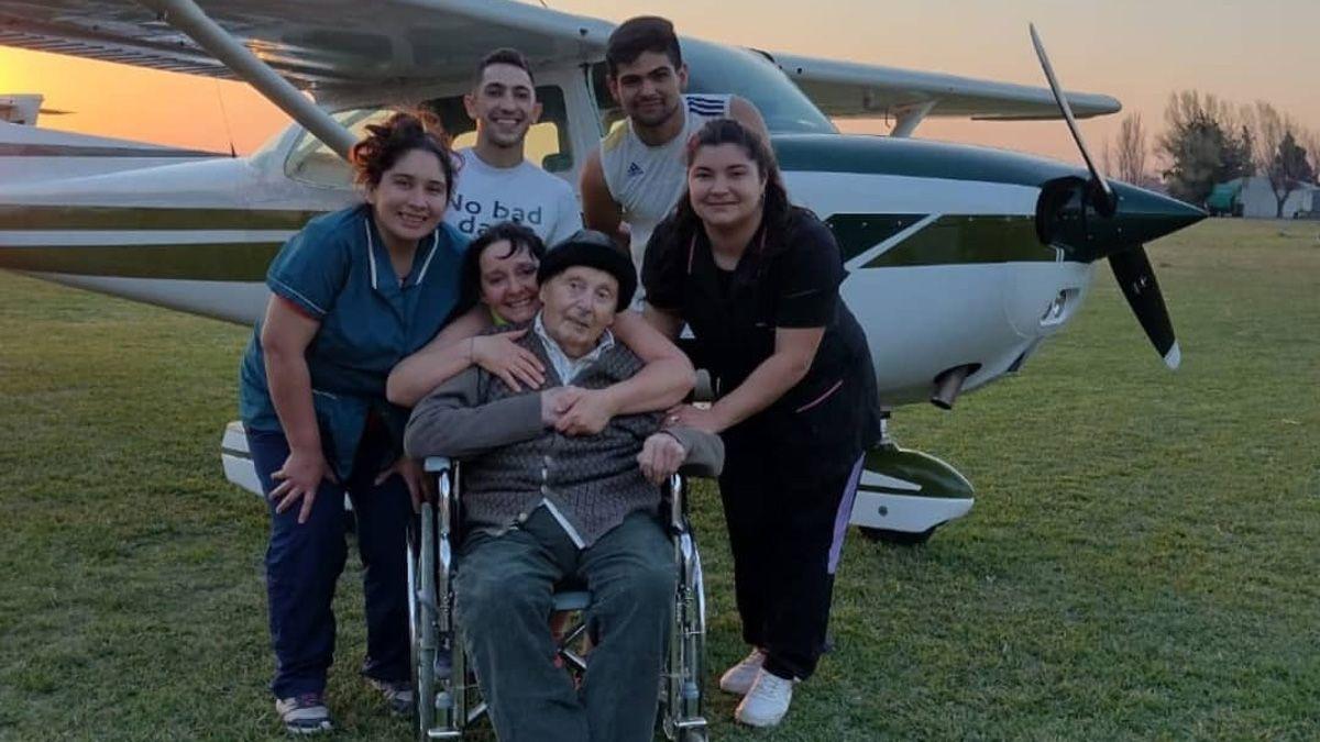 El equipo del geriátrico acompañó a Don Atilio.