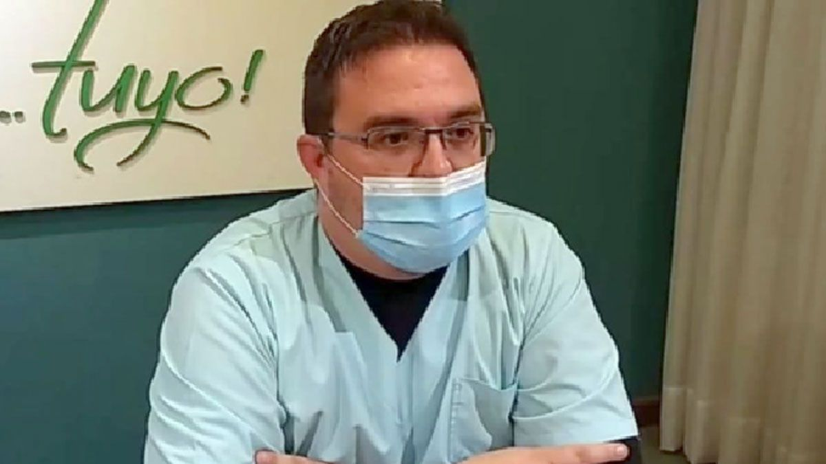 El director del Hospital aclaró que la profesional trabaja