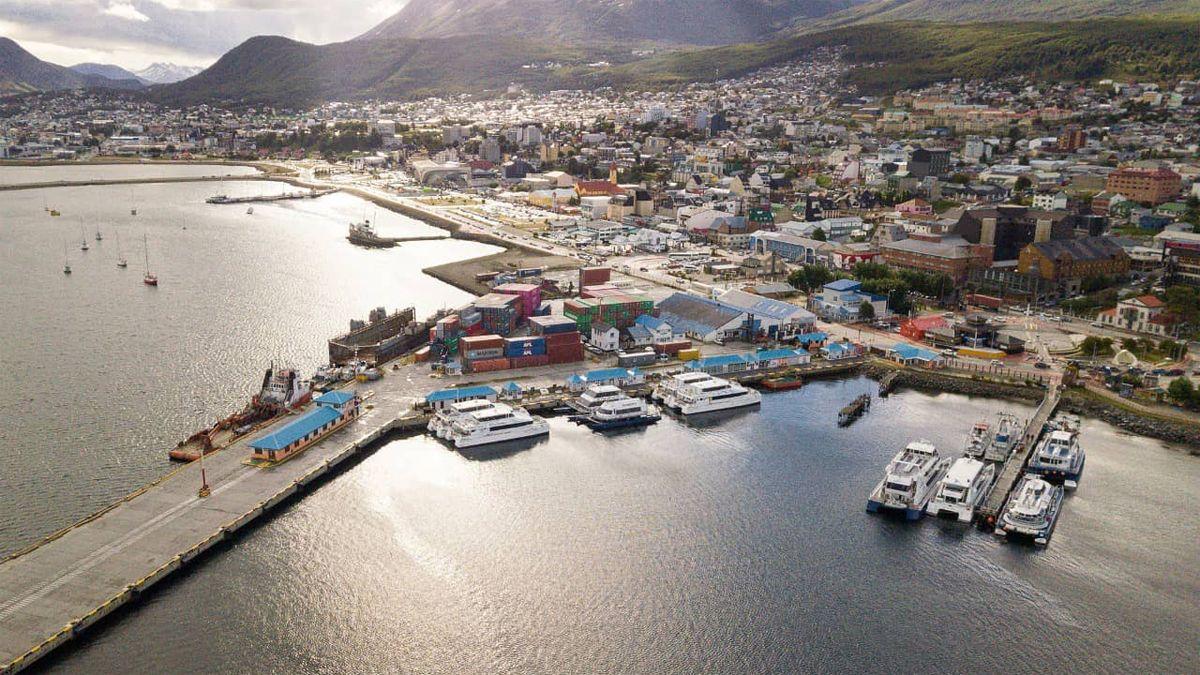 El gobernador de Tierra del Fuego advirtió que el submarino habría operado en aguas argentinas.