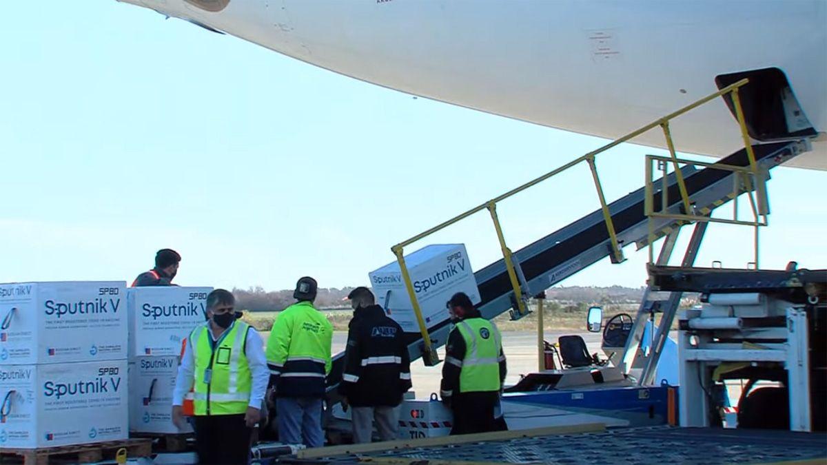 Aerolíneas Argentinas realizó el 17° vuelo a Moscú en busca de vacunas.
