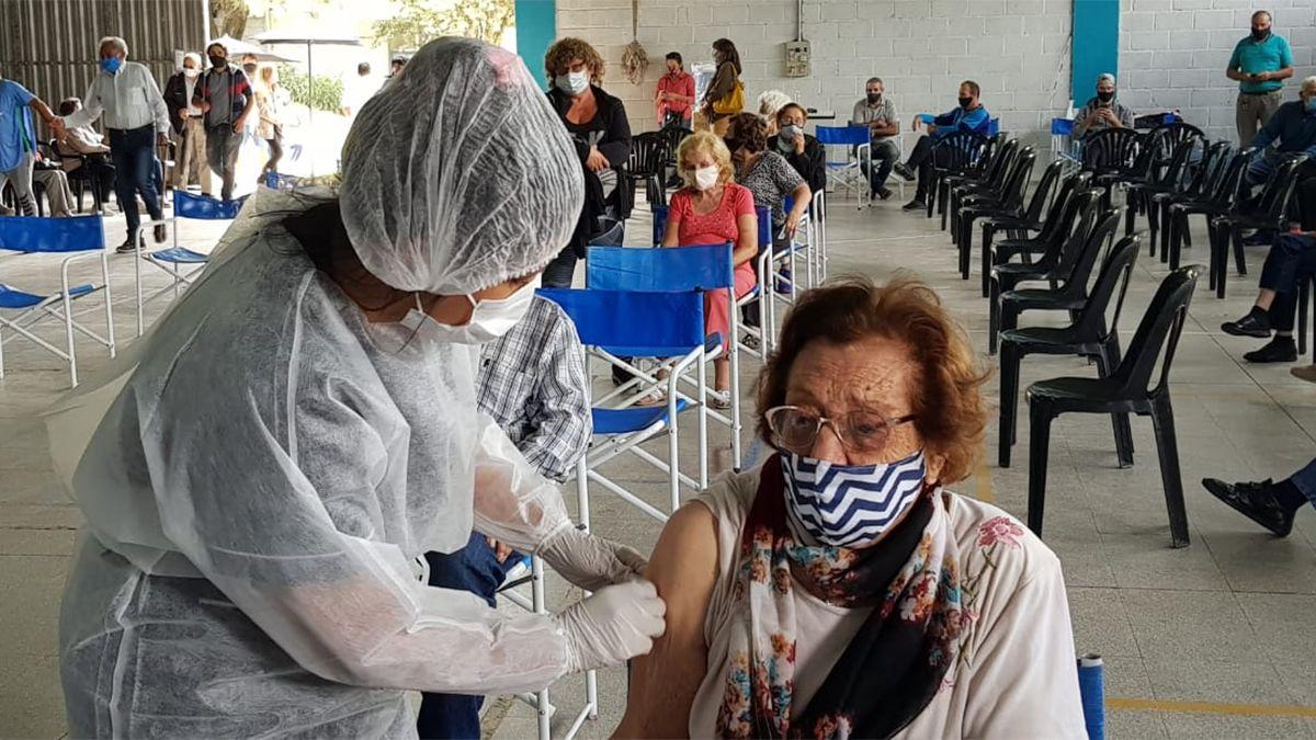 La Provincia recalcó que los turnos de vacunación solo se informan por canales oficiales