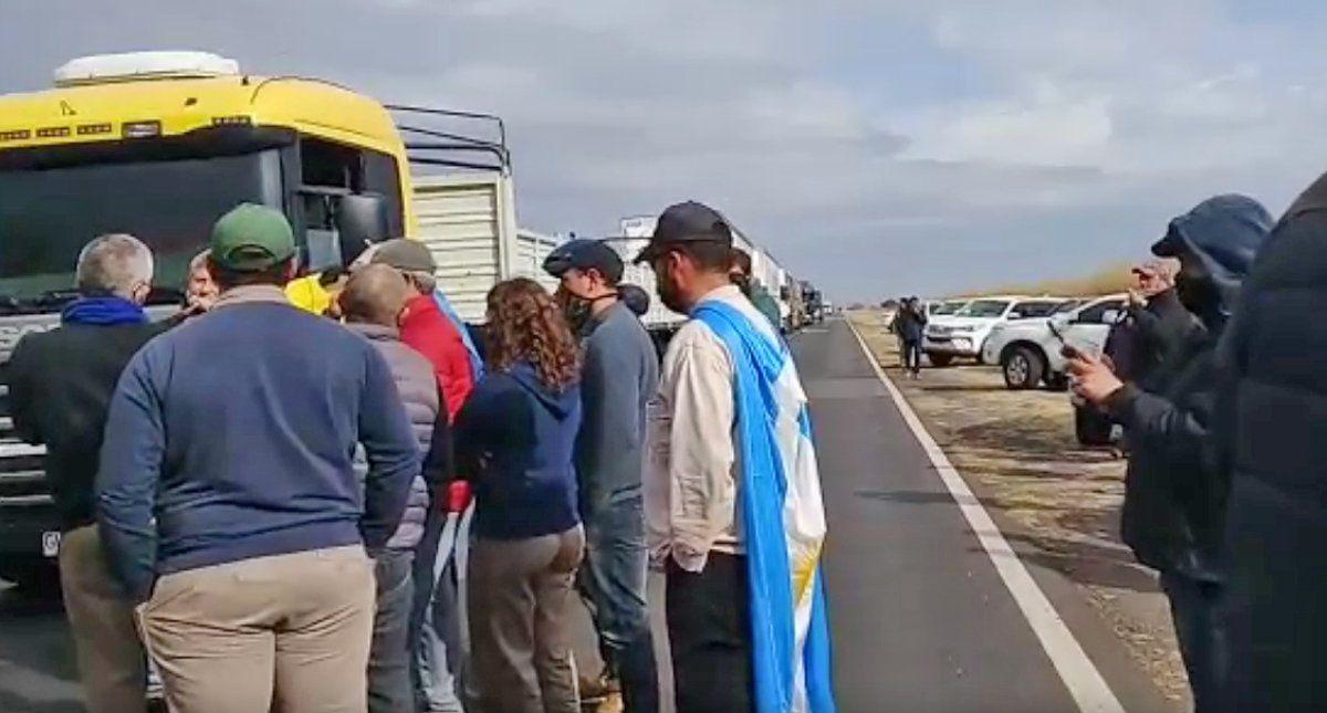 Los manifestantes levantaron el corte de la ruta 7.
