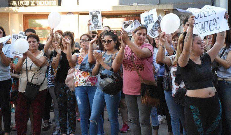 Un centenar de personas pidieron justicia por Fernando y Selien
