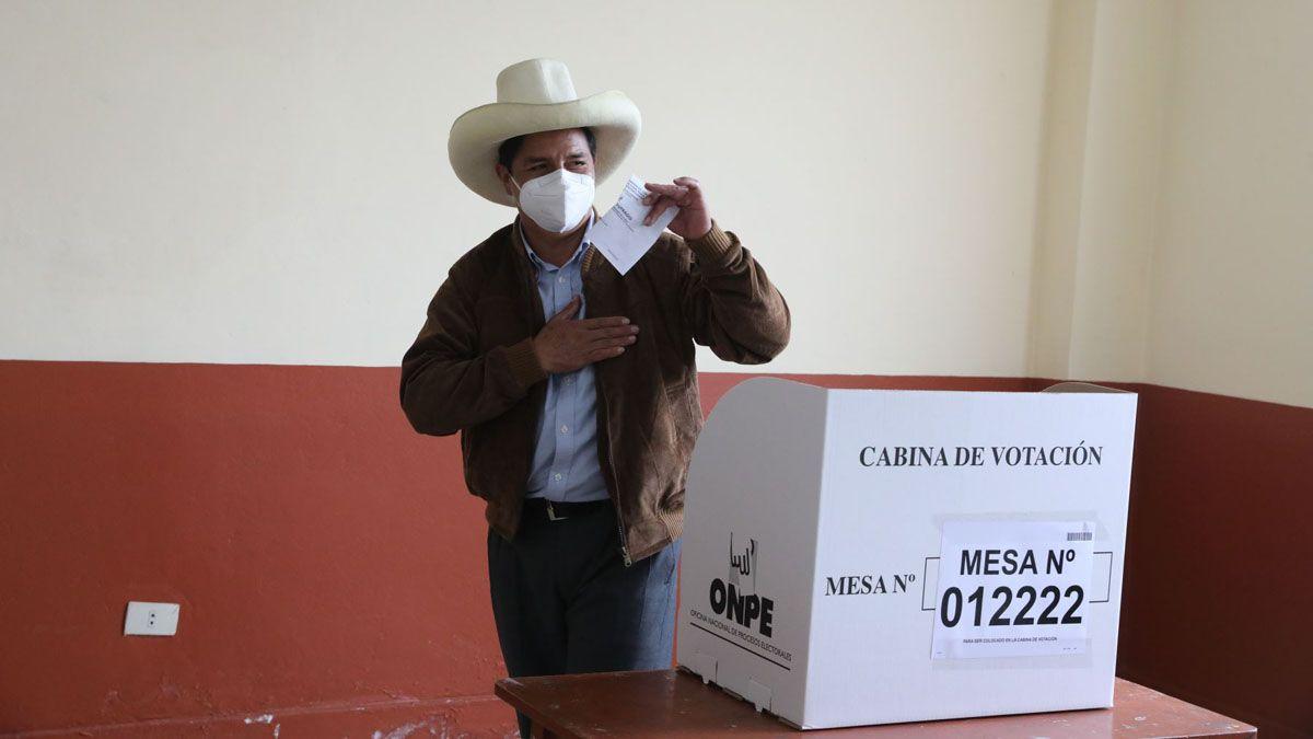 El izquierdista Pedro Castillo se proclamó vencedor en el balotaje presidencial de Perú.