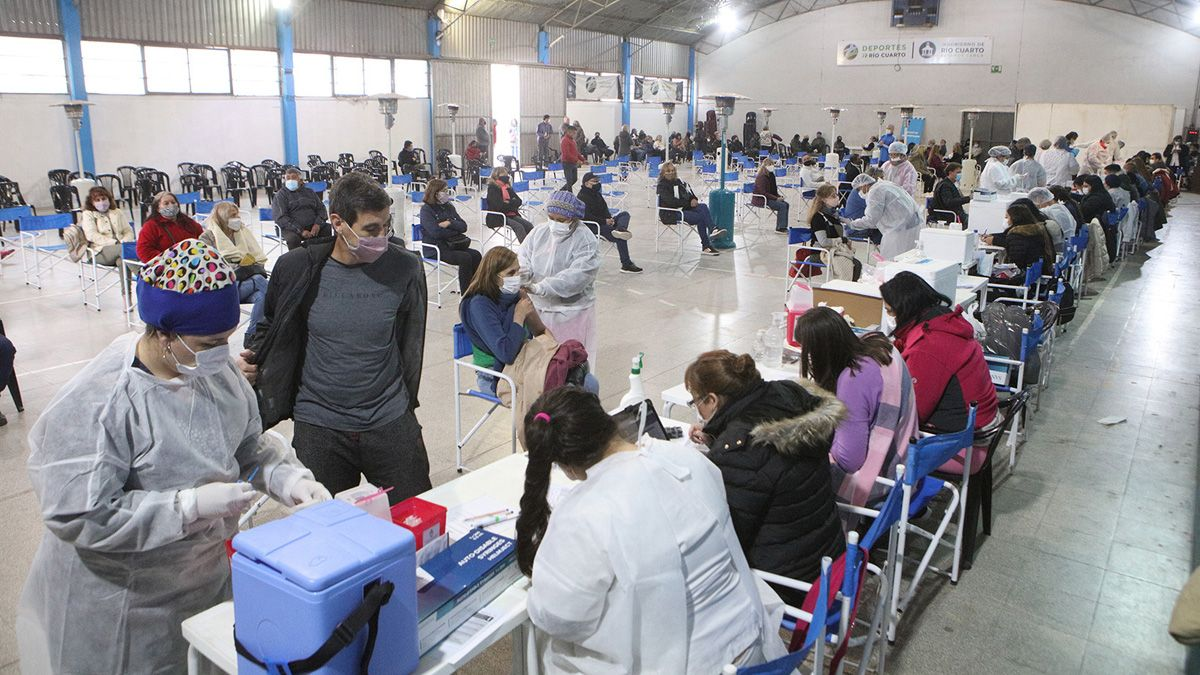 Córdoba está habilitada para salir a comprar vacunas. (Matías Tambone)