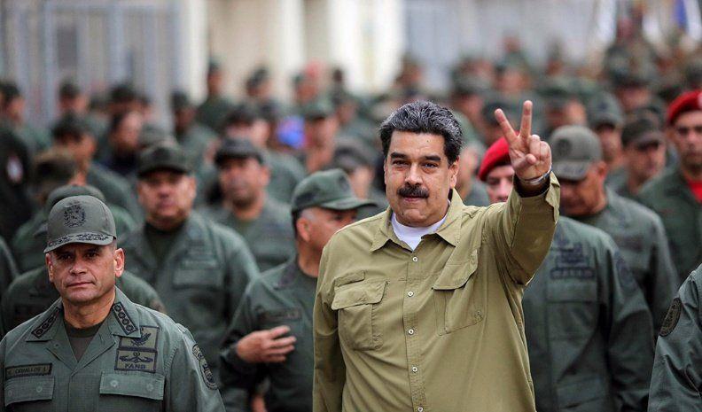 Llaman a los militares a rebelarse contra Maduro