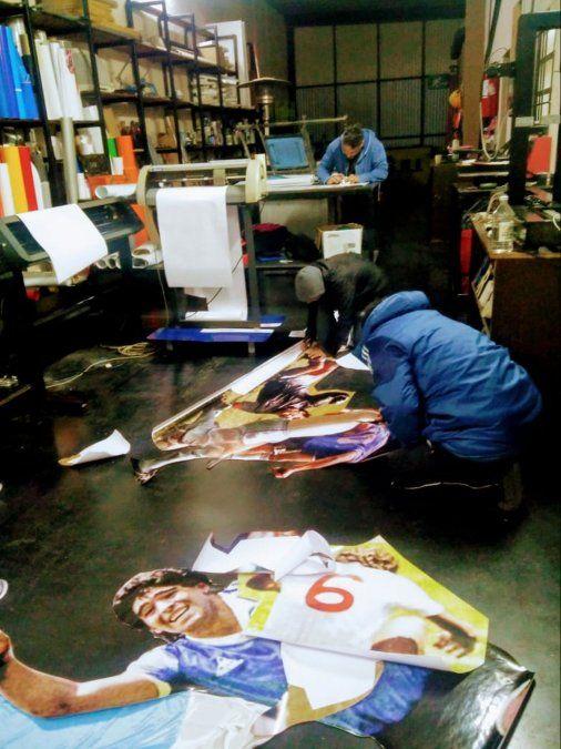 Diego eterno: comerciante ploteó su negocio con imágenes de un gol histórico