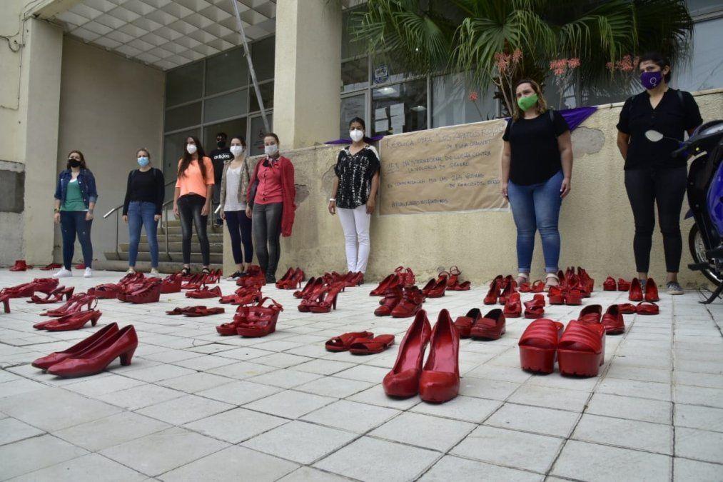 Con una intervención artística, recordaron a las víctimas de femicidios