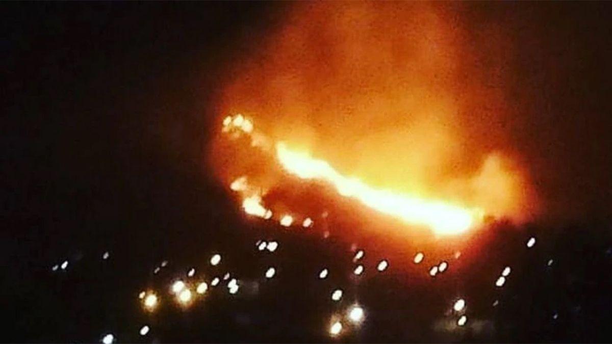 Por la noche del lunes se desataron tres focos de incendio en La Calera.
