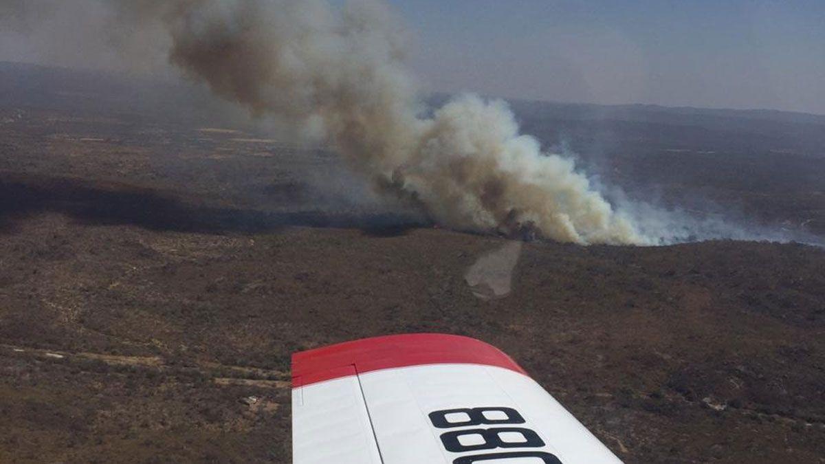 Aviones hidrantes brindan apoyo en el incendio de San Carlos Minas