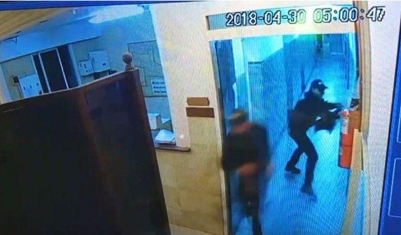 Irrumpieron en una comisaría de San Justo y balearon a una suboficial