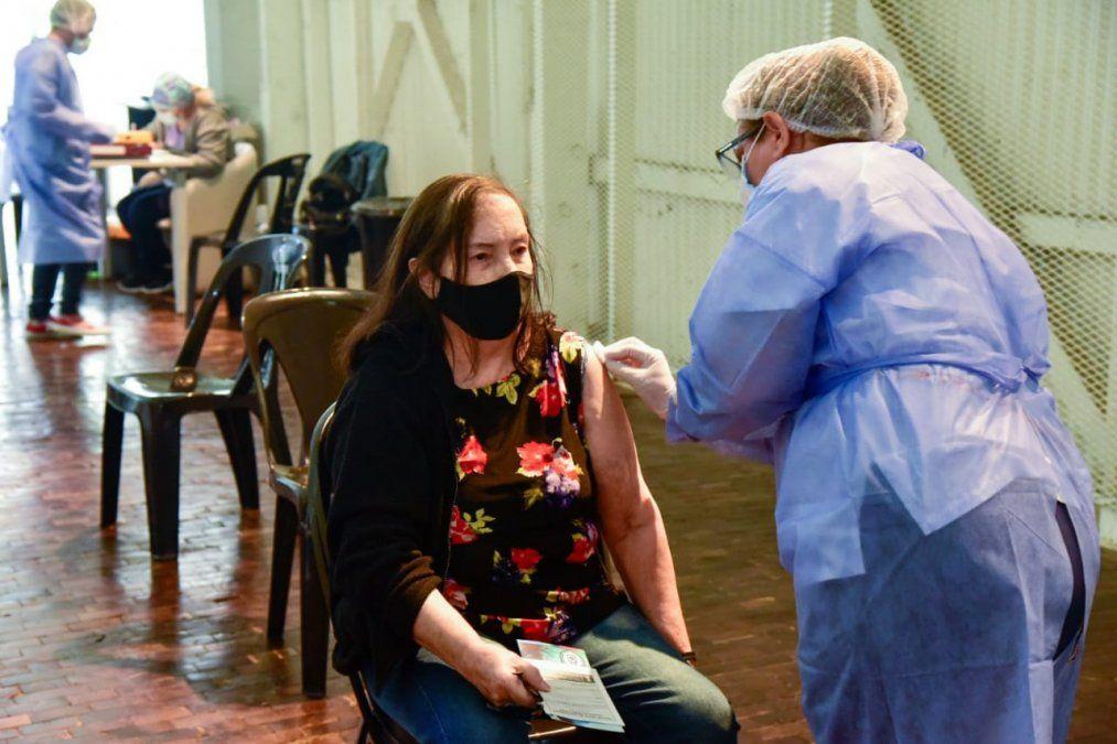 Llegaron 650 vacunas Sputnik V a la ciudad para continuar inmunizando a mayores de 70 años.