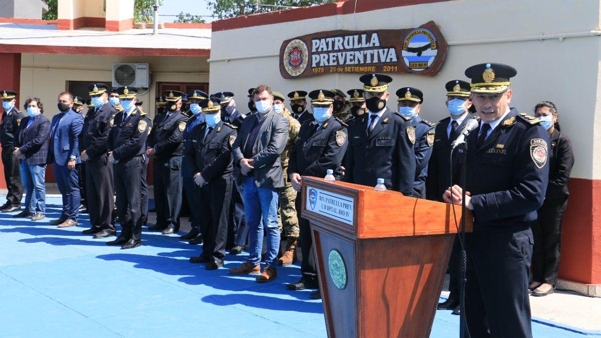 El comisario general Ariel Lecler encabezó el acto en Río Cuarto.